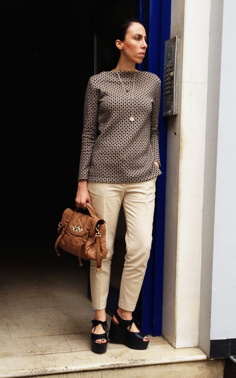 office style-beige-pants-printed-top1