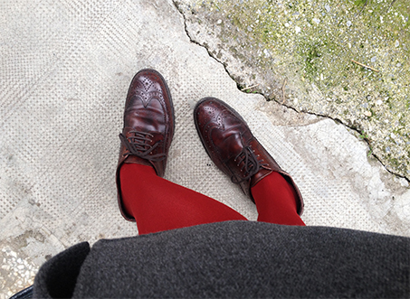 brown-brogues-red-tights