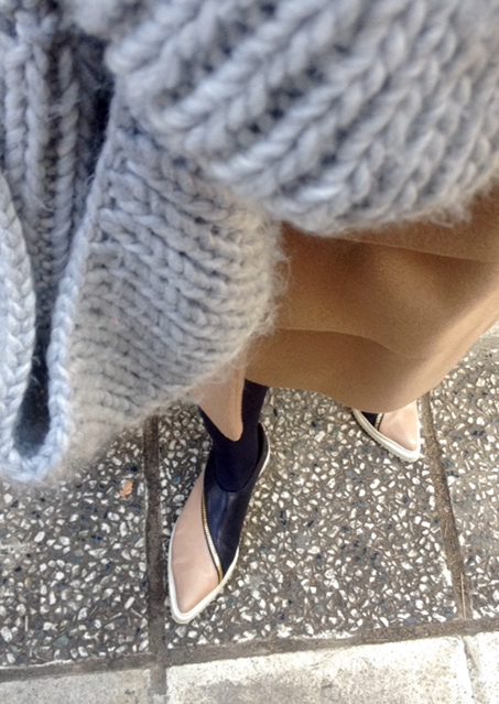 camel coat-pointed sneakers