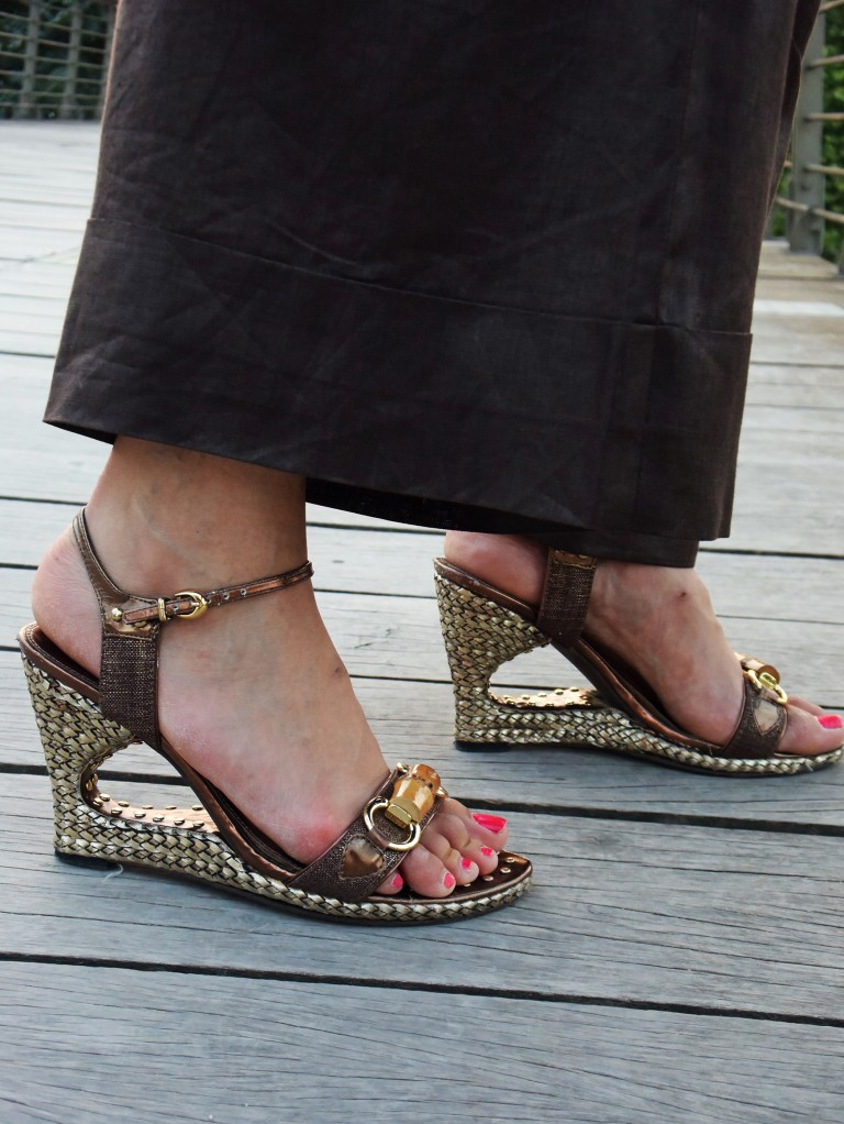 brown-shoes-gold-heel