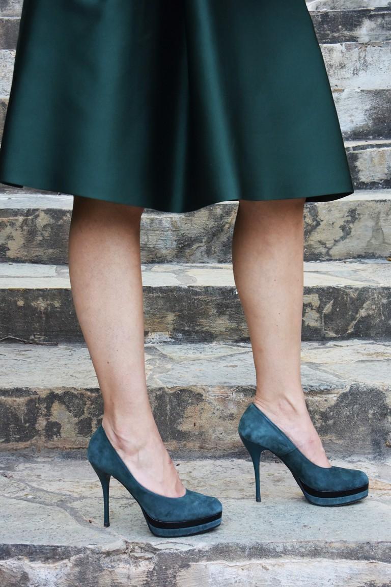 green skirt-green shoes