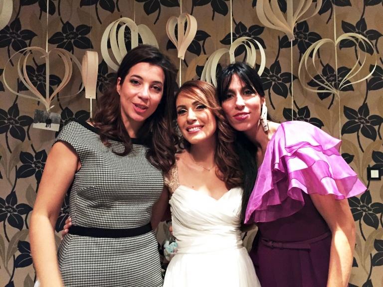 Pol-wedding-girls