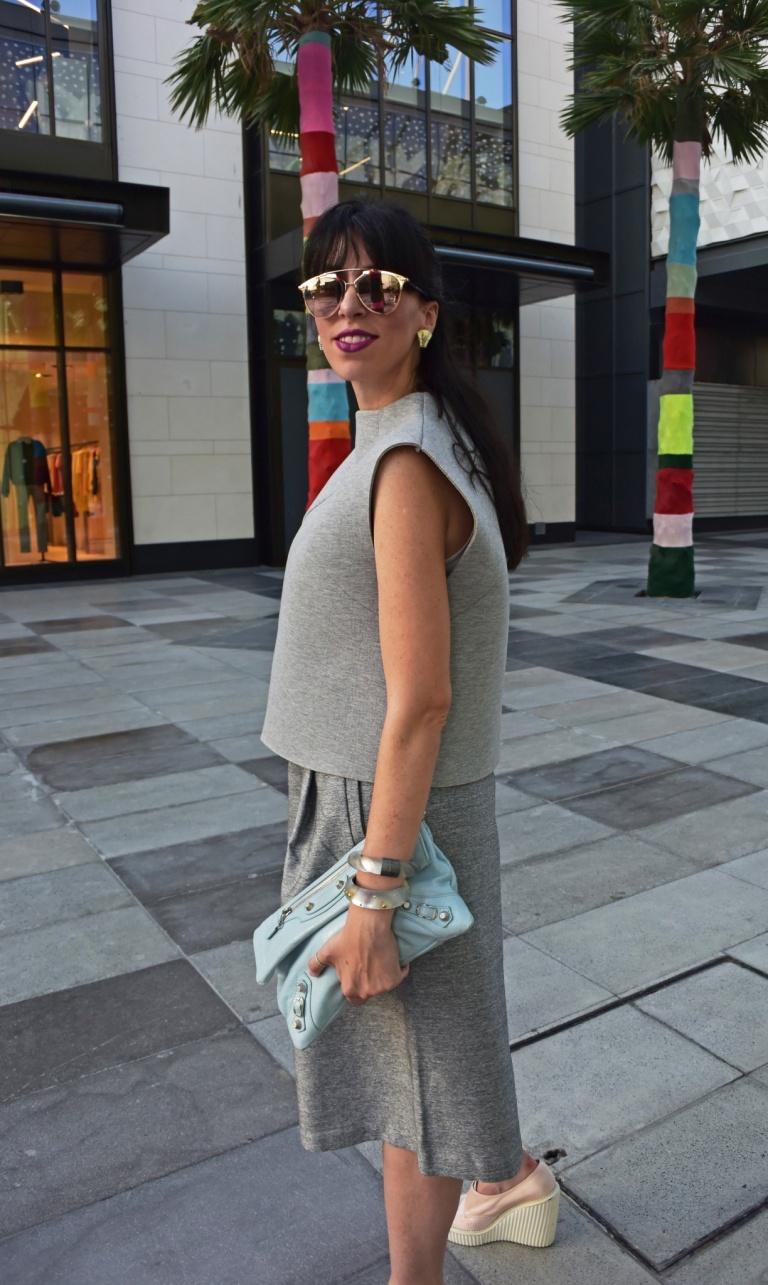 FFF_new city walk Dubai-total grey_2